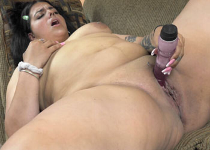 Stella Carter's getting off with a dildo
