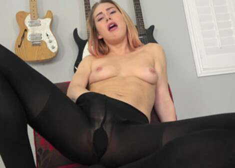 Carter masturbates in her black pantyhose